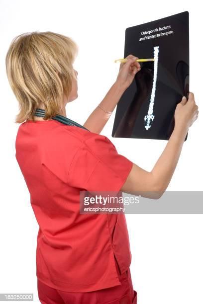 Enfermeira com um xray