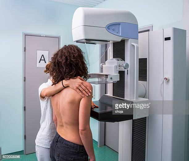 看護師、若い女性が、乳房撮影