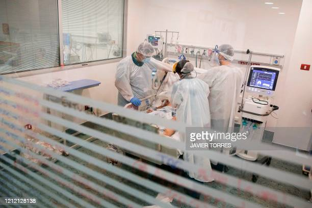 Nurses from the Critical Patients Unit review the intubation of a patient infected with COVID19 at El Carmen Hospital in Santiago May 6 2020