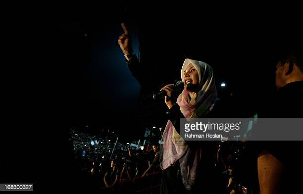 Nurul Izzah a newly elected parliament member of Lembah Pantai and daughter of the Leader of Pakatan Rakyat Anwar Ibrahim delivers a fiery speech to...