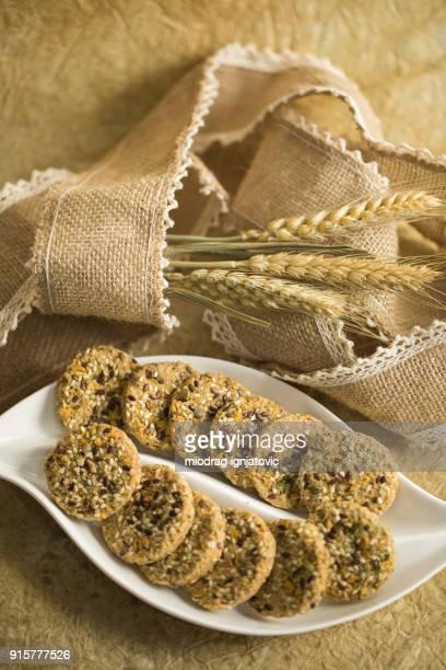 栄養価の高いベジタリアン朝食 - シード ストックフォトと画像
