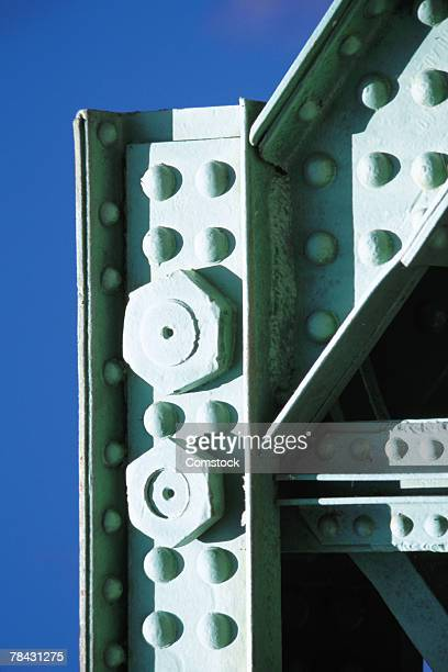 nuts and bolts in steel girders with rivets - viga i - fotografias e filmes do acervo