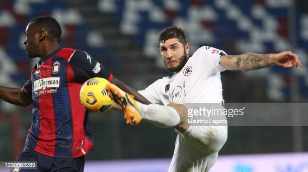 Nwankwo Simy of Crotone competes for the ball with Julian Chabot of Spezia during the Serie A match between FC Crotone and Spezia Calcio at Stadio...