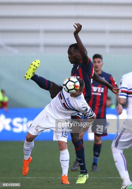 Nwankwo Simy of Crotone competes for the ball with Karol Linetty of Sampdoria during the serie A match between FC Crotone and UC Sampdoria at Stadio...