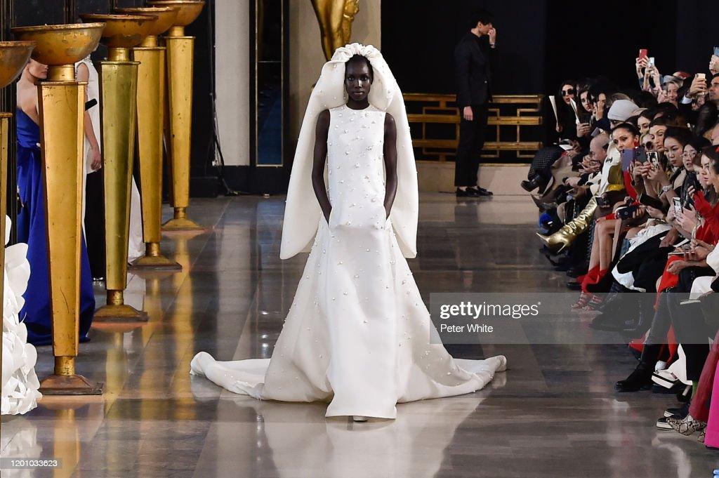 Stephane Rolland : Runway - Paris Fashion Week - Haute Couture Spring/Summer 2020 : News Photo