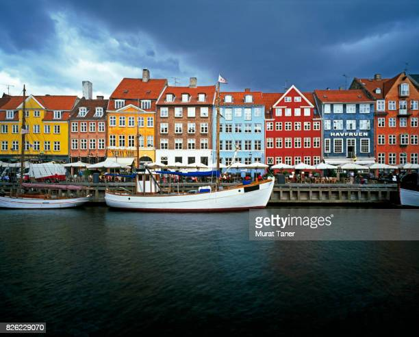 nyhavn area in copenhagen - nyhavn stock pictures, royalty-free photos & images