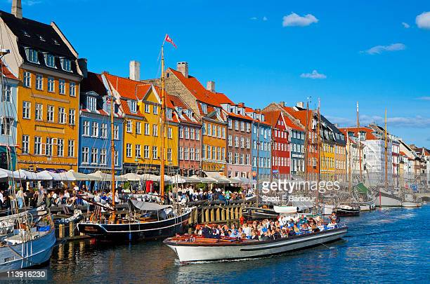 nyhavn canal. boatspeople on harbour - nyhavn stock pictures, royalty-free photos & images