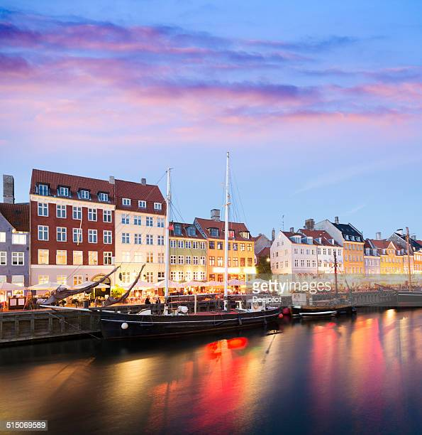 nyhavn canal city skyline in copenhagen denmark - nyhavn stock pictures, royalty-free photos & images