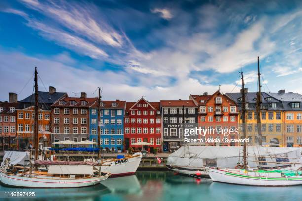 nyhavn canal, copenhagen, denmark - copenhagen stock pictures, royalty-free photos & images