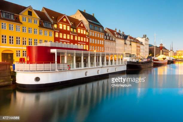 nyhavn, copenhagen, denmark - nyhavn stock pictures, royalty-free photos & images