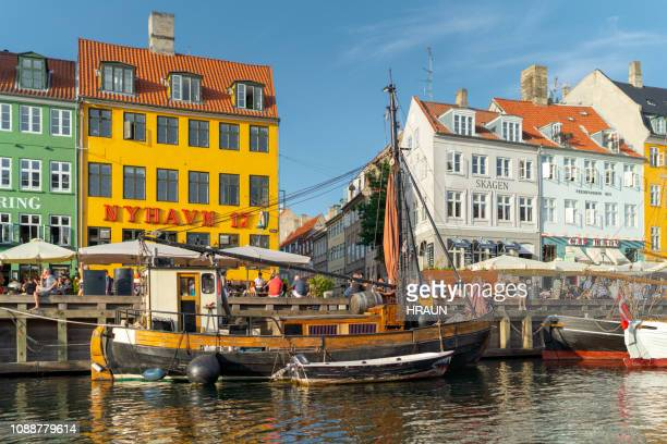 nyhavn harbour in copenhagen, denmark - nyhavn stock pictures, royalty-free photos & images
