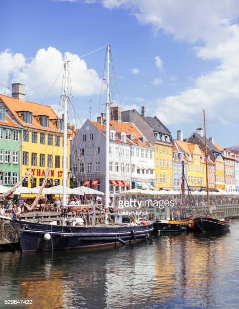 nyhavn in copenhagen - lauryn ishak stock pictures, royalty-free photos & images