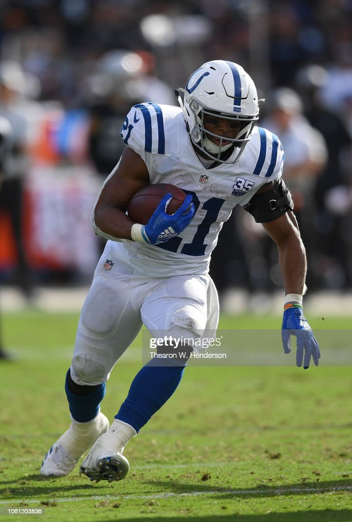 Indianapolis Colts v Oakland Raiders : News Photo