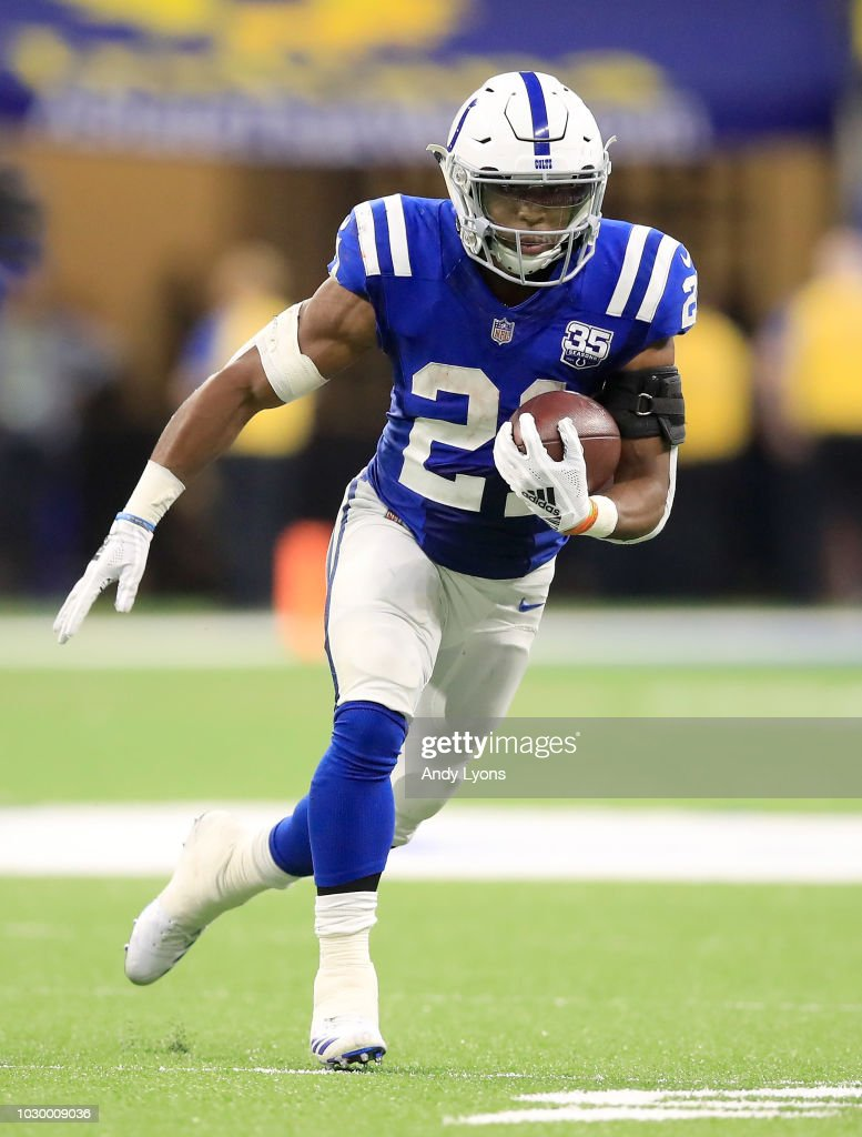Nyheim Hines #21 of the Indianapolis Colts runs the ball against the Cincinnati Bengals at Lucas Oil Stadium on September 9, 2018 in Indianapolis, Indiana.