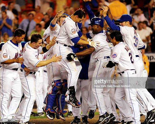 Mets vs Arizona Diamondbacks at Shea Stadium., Mets Carlos Beltran hits a 2 run homer to win the game inj the bottom of the 13th inning