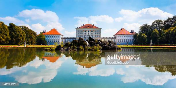 nymphenburg palace in munich - palácio imagens e fotografias de stock