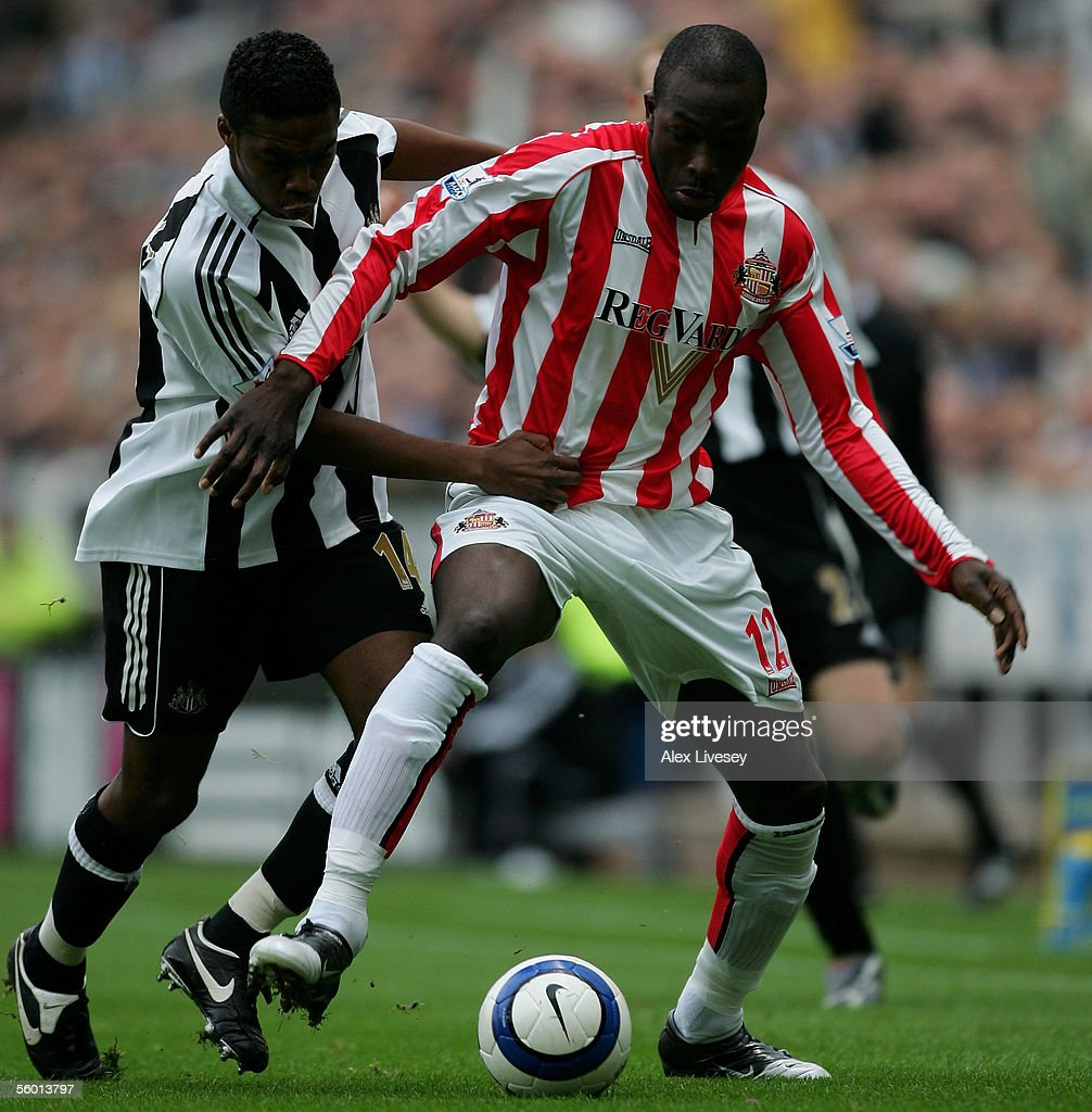 Nyron Nosworthy of Sunderland holds off a challenge from Charles N'Zogbia of Newcastle United during the Barclays Premiership match between Newcastle United and Sunderland at St James' Park on October 23, 2005 in Newcastle, England.