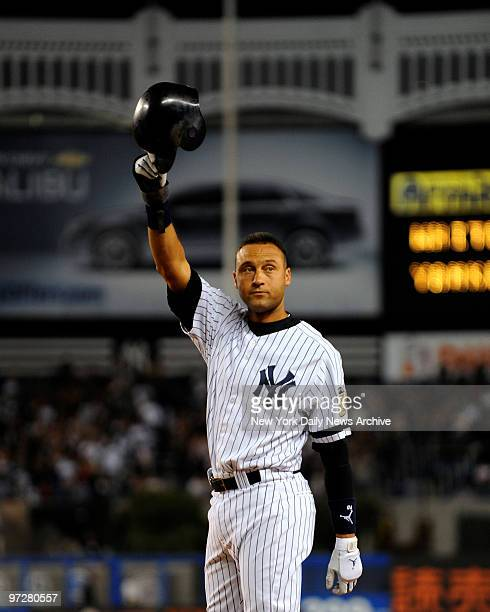 Yankees vs Chicago White Sox at Yankee Stadium New York Yankees shortstop Derek Jeter gets a base hit in the 1st inning putting in 1st place on the...
