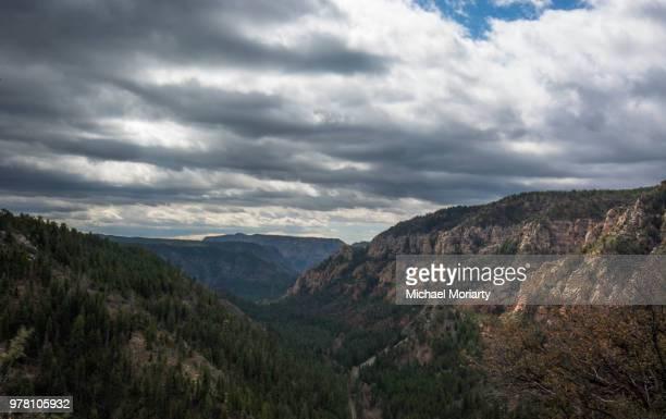 oak creek canyon sedona - oak creek canyon - fotografias e filmes do acervo
