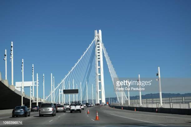 oakland bay bridge, san francisco, usa - oakland condado de alameda fotografías e imágenes de stock