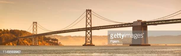 oakland bay vista panorámica de la ciudad en san francisco, california - oakland condado de alameda fotografías e imágenes de stock