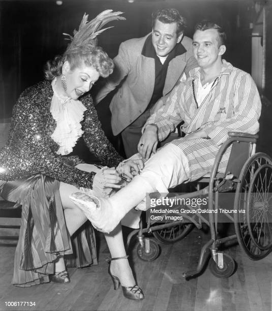 Oakland CA November 14 1950 Lucille Ball and Dezi Arnaz visited the Oak Knoll Hospital performing a song dance and comedy show for military patients...