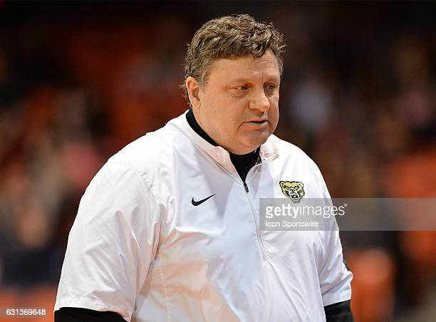 Oakland Golden Grizzlies head coach Greg Kampe reacts during a NCAA Basketball game between the Oakland Golden Grizzlies and the UIC Flames on...