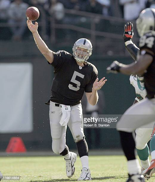 Oakland quarterback Kerry Collins in fourth quarter action as the Miami Dolphins defeated the Oakland Raiders by a score of 33 to 21 at McAfee...