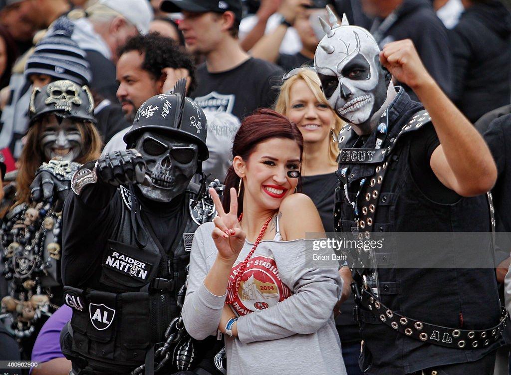 San Francisco 49ers v Oakland Raiders : News Photo