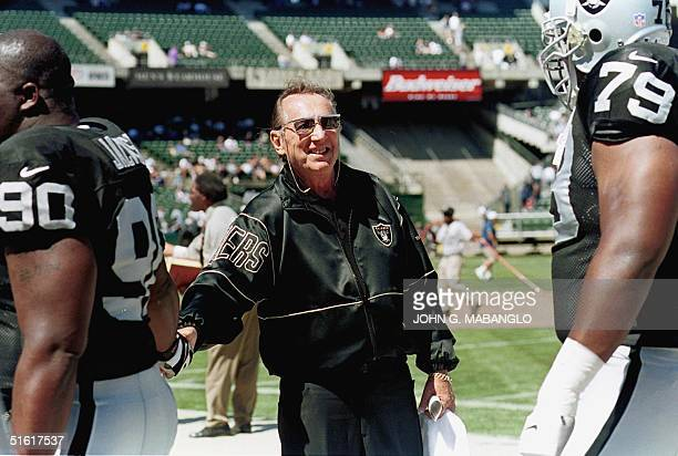 Oakland Raiders owner Al Davis greets his players Grady Jackson and Mo Collins before their preseason game against the Dallas Cowboys 15 August in...