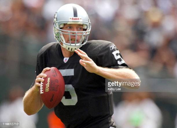 Oakland Raiders quarterback Kerry Collins drops back to pass during 1913 victory over the Dallas Cowboys at McAfee Coliseum in Oakland Calif on...