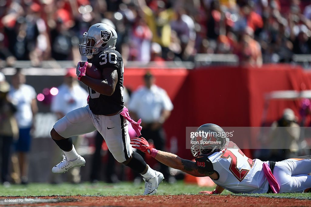 NFL: OCT 30 Raiders at Buccaneers : News Photo