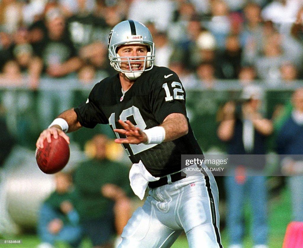 25b1fdeb2b1 Oakland Raiders  starting quarterback Rich Gannon droped back to ...