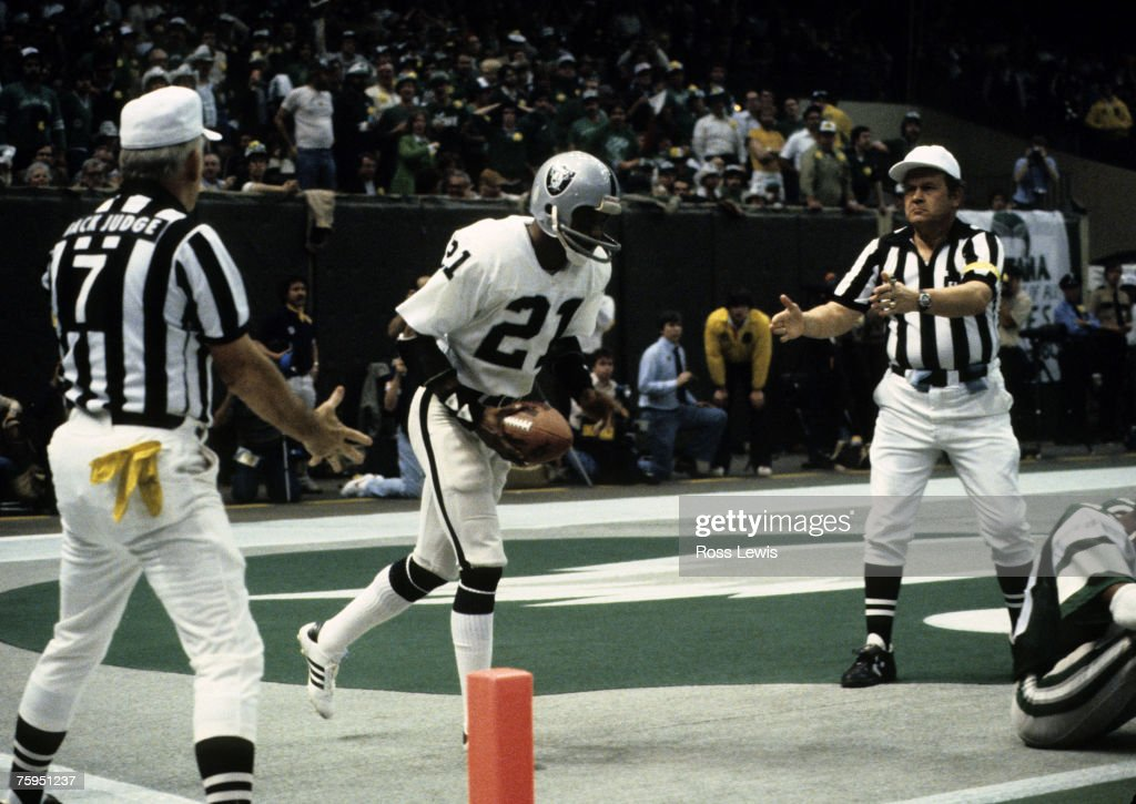 Super Bowl XV - Oakland Raiders vs Philadelphia Eagles - January 25, 1981 : News Photo