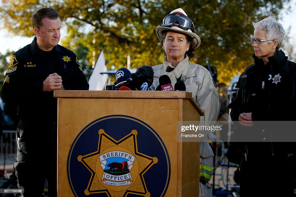 Oakland Sheriff Ray Kelly, left, Battalion Chief of Fire ...