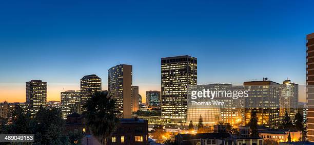 oakland skyline at dusk - oakland california skyline stock pictures, royalty-free photos & images