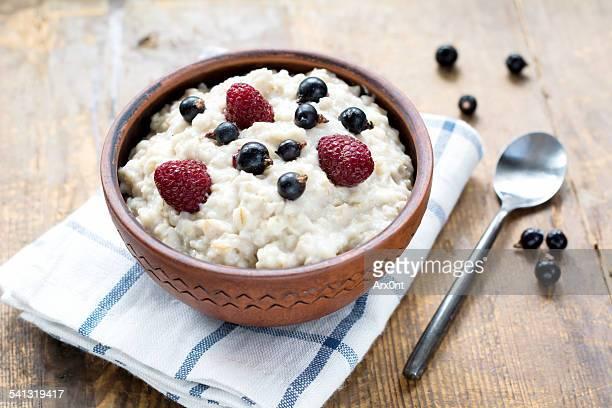 Oatmeal porridge with berries in bowl