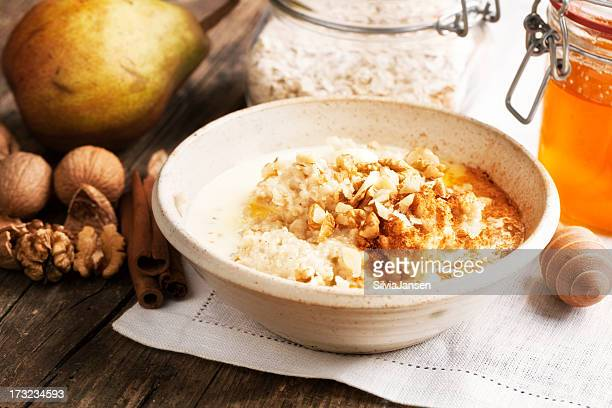oatmeal Haferbrei mit Walnüssen und Honig