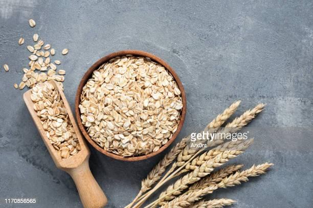 oats, rolled oats, whole grains - cereale foto e immagini stock