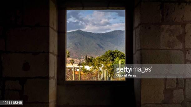 a oaxaca de guzman cityscape -  キリスト教 伝来の地  ストックフォトと画像