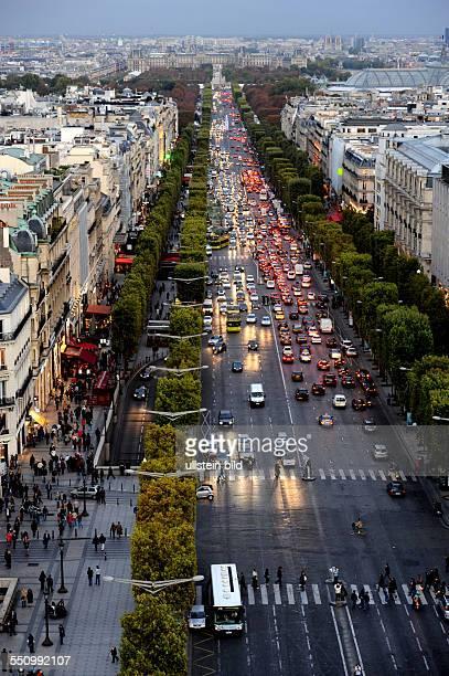 Ob am Tage oder in der Nacht oft bietet Paris den Besuchern einen sehenswerten Anblick