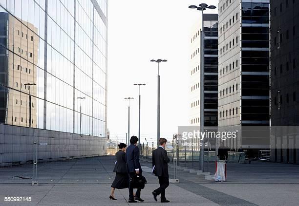 Ob am Tage oder in der Nacht oft bietet Paris den Besuchern einen sehenswerten AnblickLa Defense gilt als größte Bürostadt Europas im Westen der...