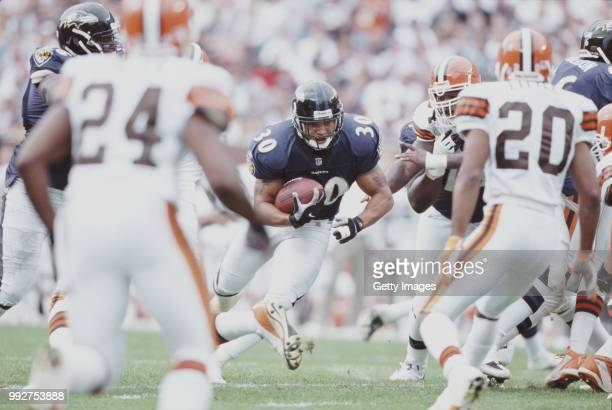 Obafemi Ayanbadejo Running Back for the Baltimore Ravens runs against the Cleveland Browns defense during their American Football Conference Central...