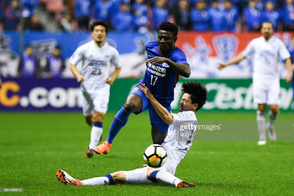 Obafemi Martins #17 of Shanghai Shenhua and Lee Jong-Sung #16 of Suwon Samsung Bluewings compete for the ball during the 2018 AFC Champions League Group H match between Shanghai Shenhua and Suwon Samsung Bluewings at Hongkou Football Stadium on March 13, 2018 in Shanghai, China.