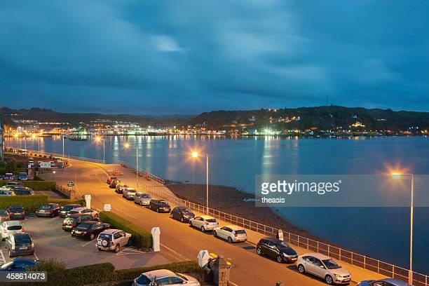 oban puerto de noche - theasis fotografías e imágenes de stock