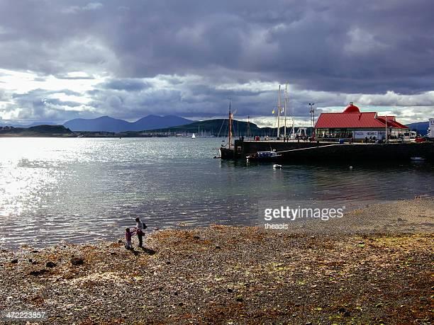oban harbour - theasis imagens e fotografias de stock