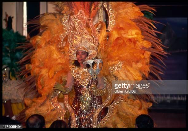 ObaOba Tänzerin in FederKleid 1990