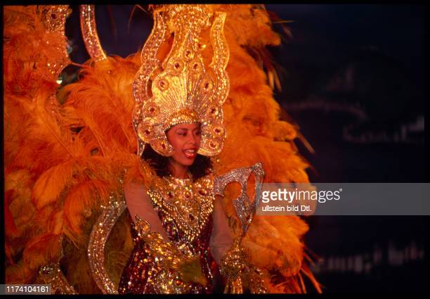 ObaOba Tänzerin mit FederKleid 1990