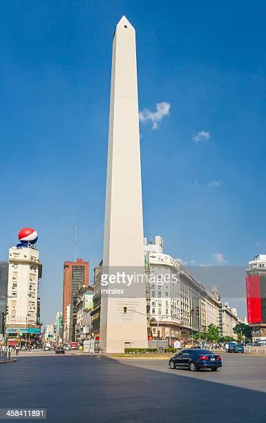 obelisco en plaza de la república en buenos aires, argentina - obelisco de buenos aires fotografías e imágenes de stock