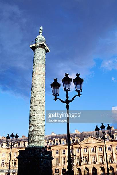 obelisk and lamppost on place vendome in paris - ヴァンドーム広場 ストックフォトと画像